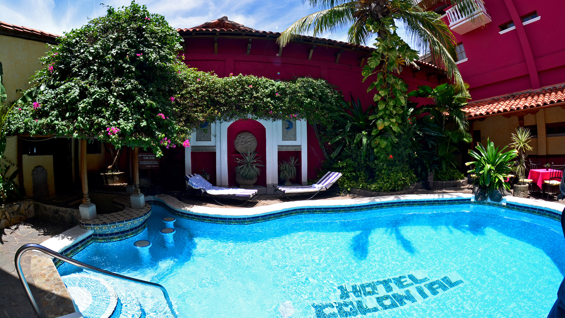 Full width slideshow hotel colonial granada for Piscina paraiso granada